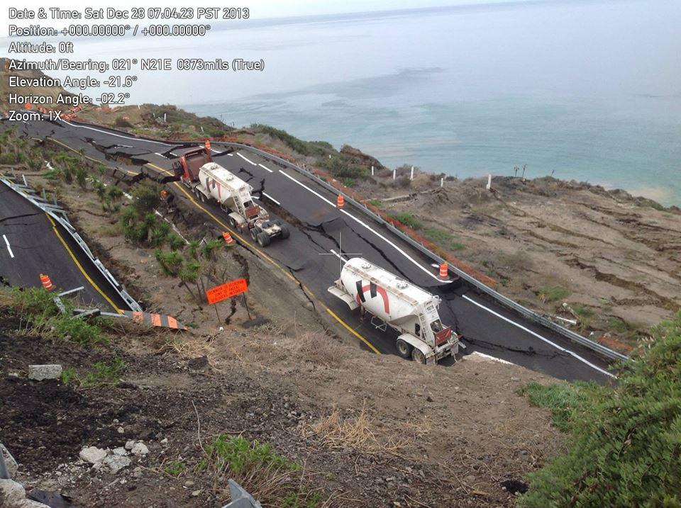 La recomendación general para los conductores, es circular por la carretera libre Ensenada-Tijuana. (Foto: Protección Civil de Baja California).