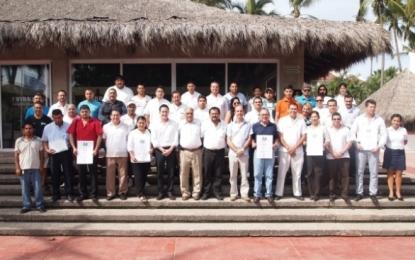 Certifican a servidores turísticos de Riviera Nayarit