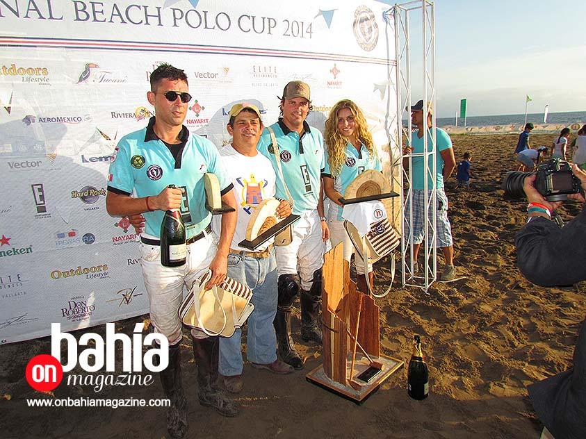 """El equipo ganador, E! Entertaiment """"Agua Alta"""" Careyes. (Foto: Rodolfo Preciado)."""