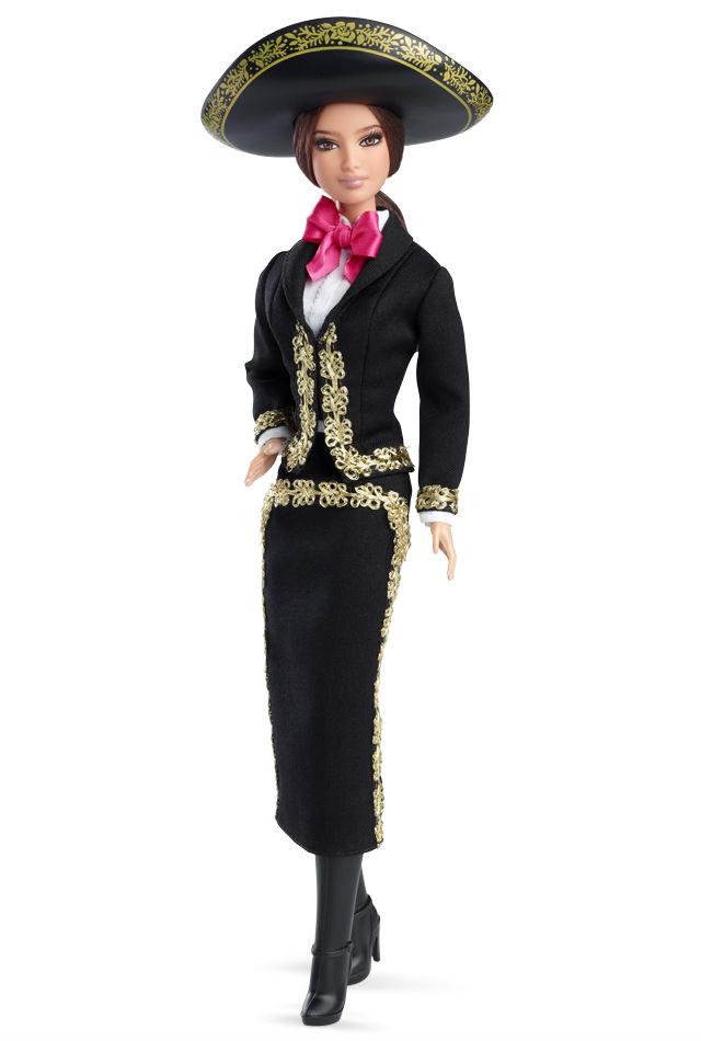 La muñeca usa chaqueta bolero y falda color negro con brocados dorados que reflejan la luz. (Foto: Barbie Collector).