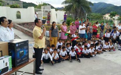 Con Andrés González, llegan apoyos a escuelas