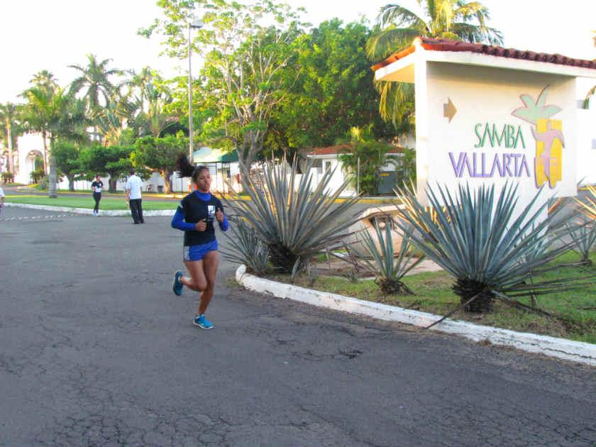 Marisol Corona fue la tercera más rápida en la categoría femenil abierto, con un tiempo de 20:00.