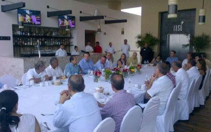 Se reúne José Gómez con empresarios del sector Turismo
