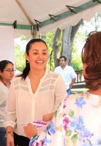 La presidenta del DIF municipal, la señora Monserratt Peña de Gómez, estuvo recorriendo personalmente las oficinas de la presidencia municipal para hacer llegar a todas las personas la invitación.