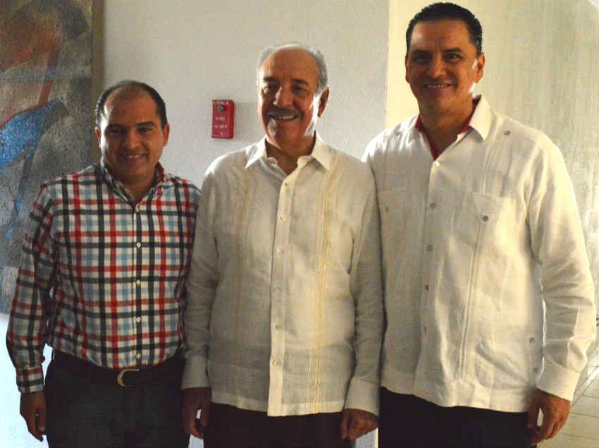 José Gómez Pérez, alcalde Bahía de Banderas; el secretario general del Stirt, Ricardo Acedo Samaniego y el Gobernador de Nayarit, Roberto Sandoval Castañeda.