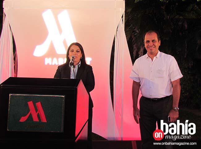 Lourdes Bizarro, gerente de Relaciones Públicas presenta al nuevo gerente general de CasaMagna Marriott, David Gauna. (Fotos: Rodolfo Preciado).