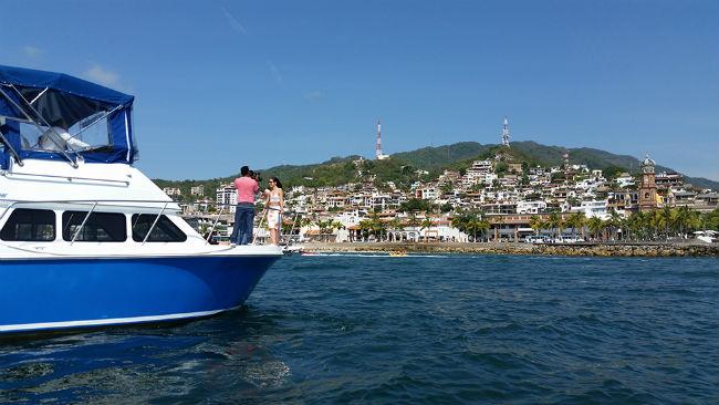 El Centro de Puerto Vallarta fue el magnífico fondo para las tomas de Ariadne Díaz en una embarcación.
