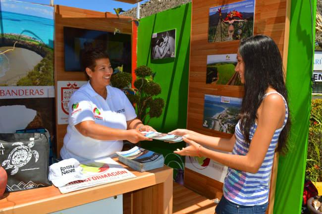 La dirección de Turismo, al mando de su titular, Josef Amín Flores Verduzco, se encargó  de atender a los visitantes sobre el bulevar Riviera Nayarit, en los diversos centros de atención.