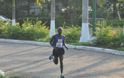 Sammy Mutai gana la Carrera Atlética Guayabitos 2015