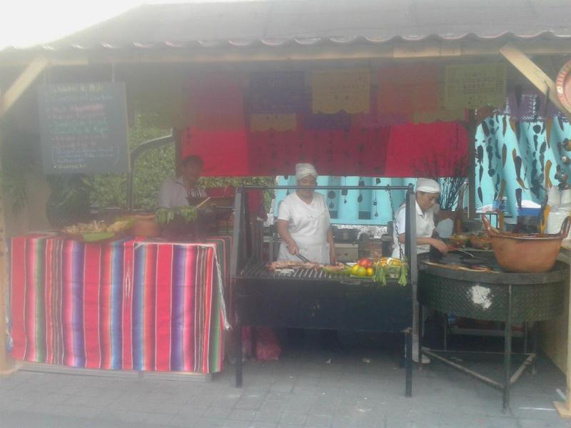 Cocineras tradicionales en el área de exposición.