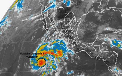 """""""Sandra"""" se debilita a huracán categoría 3"""
