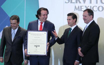 Nombran a Daniel Chávez Morán Empresario del Año en Turismo