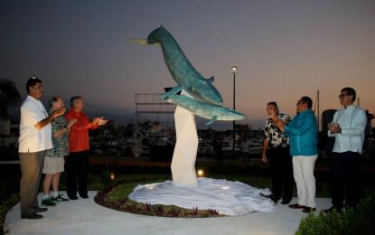 Develan una nueva escultura en Marina Vallarta