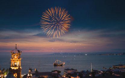 En gran momento turístico, celebra Puerto Vallarta su doble aniversario