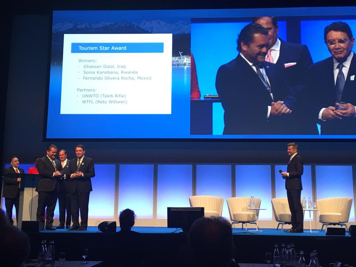 Fernando Olivera Rocha recibe premio de la OMT