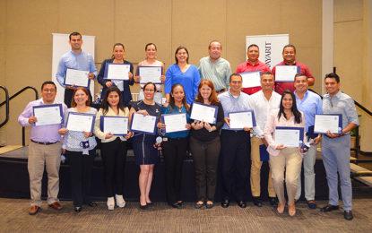 Miembros de la AHMBB concluyen Diplomado en Desarrollo Gerencial