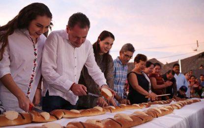 Partieron Tradicional Rosca de Reyes Jaime Cuevas y Ana Berumen