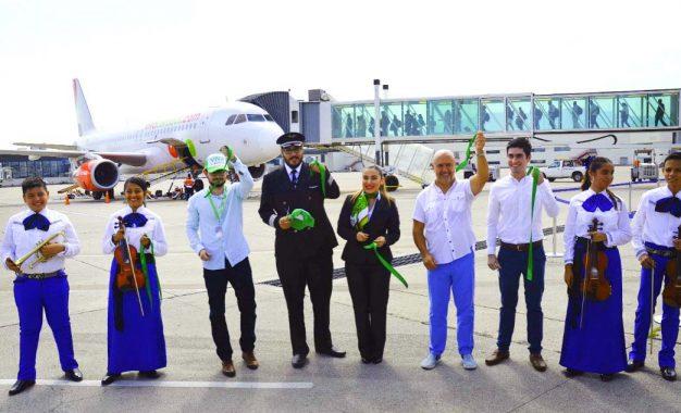 Aterriza Viva Aerobus en PVR-Riviera Nayarit con vuelo directo de Puebla