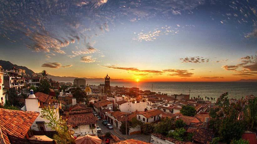 Puerto Vallarta, nominado en dos categorías de los premios Food and Travel México