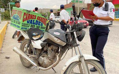 Alertan a motociclistas para que usen el casco
