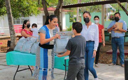 Reciben niñas y niños de Bahía de Banderas apoyos alimentarios